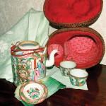Mandarin medallion teapot with padded case.